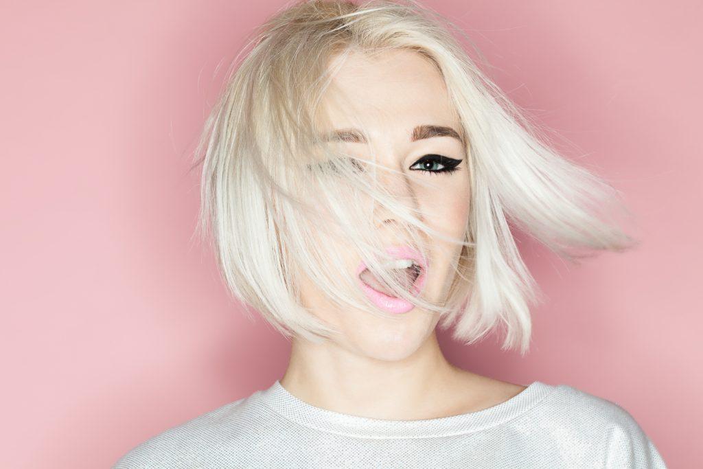 blonde woman short bob 2019 hairstyles for women viviscal hair blog