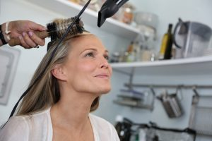 Molly-Sims-hairstyling-salon-damage-Viviscal-story-Todd-Parker