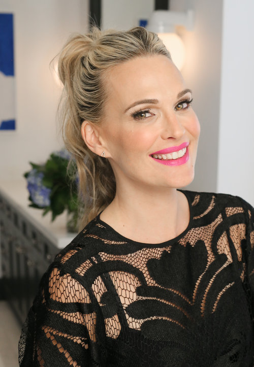 Molly-Sims-modern-ponytail-hairstyle-how-to-summer-beauty-tips-Viviscal