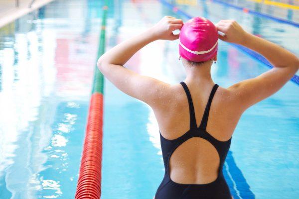 swim-cap-woman-swimming-pool-summer-protection-chlorine-hair-tips