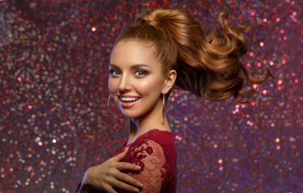 smiling redhead woman ponytail curly volume double ponytail ranking our favorite red carpet hairstyles viviscal hair blog