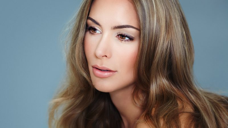 closeup woman light ash brown highlights hair fall hair colors for brunettes viviscal hair blog